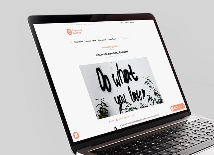 Laptop zeigt Blog-Artikel von Payment und Banking