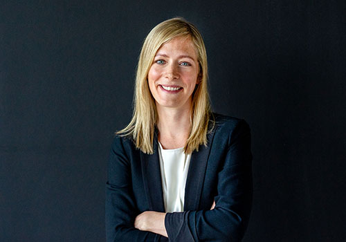 Cornelia Geeraedts in Business Kleidung