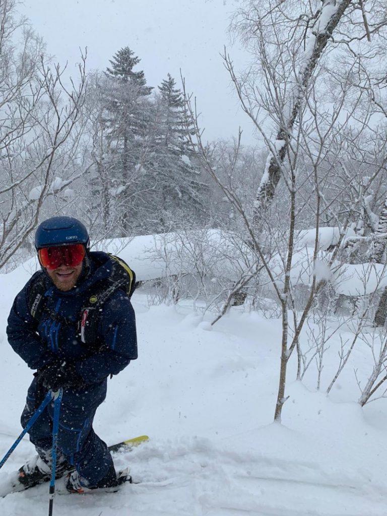 Jan Schütz beim Skifahren in den Bergen